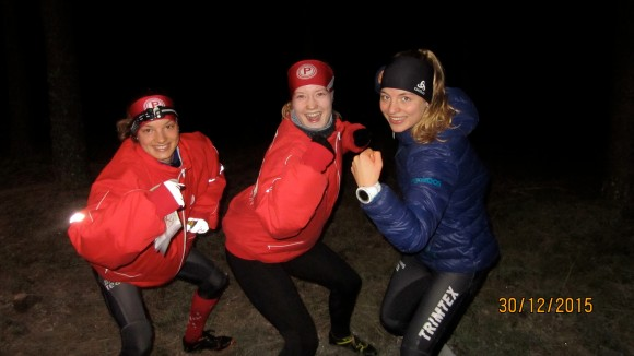 Anni Haanpää (keskellä) voitti enimmäisen ja viimeisen osakisan. Simona Aebersold (vas) voitti 2. ja 3. osakisan. Valerie Abisher (oik) oli kakkosena 2. ja 3. osakisassa.