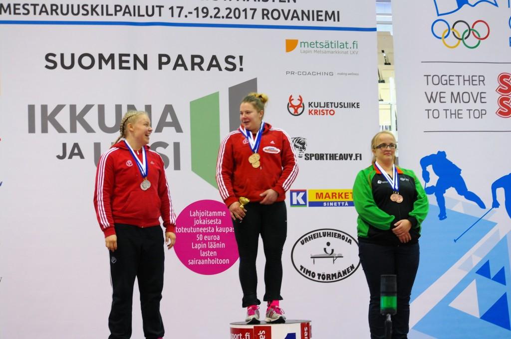 Rakkautta palkintokorokkeella Anni Rastas, Suvi Helin ja Mirka Viitamäki